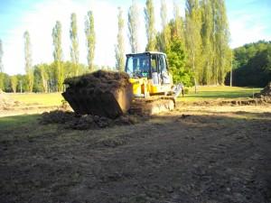 Décapage de la zone où sera ré-implantée  l'étang (mesure compensatoire)