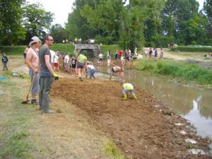 installation de la terre par les 350 bénévoles